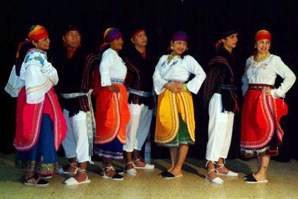 Traje típico de Ecuador para hombre o mujer