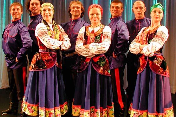 Estafa y mujer rusa tradicional